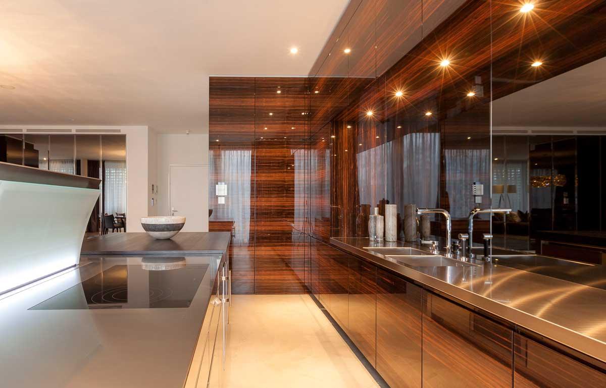 Küche aus hochwertigen Materialien<br /> Künstler: Peter Petermann<br /> Material Holz Buche<br /> Gibt es auch in Grün